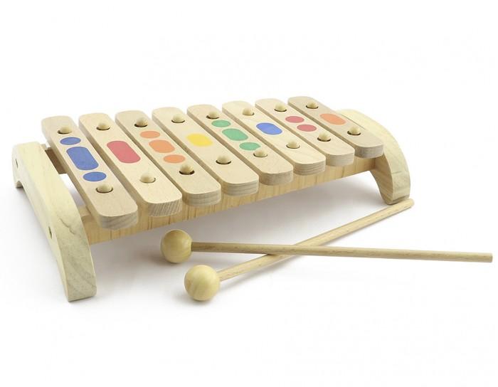 Музыкальная игрушка МДИ Ксилофон 8 тонов деревоКсилофон 8 тонов деревоДеревянная игрушка МДИ Ксилофон 8 тонов дерево.  Ксилофон - ударный музыкальный инструмент, состоящий из набора находящихся на подставке пластинок, по которым ударяют палочками. Ударяя по разным пластинкам деревянными палочками, ребенок извлекает разные звуки, учится сочетать их, складывает в ритмы и мелодии. Тот, кто услышит приятное звучание этого деревянного ксилофона, непременно влюбится в него. Звук не громкий, но и не тихий, очень радостный. Цвета пластинок закономерно повторяются, одинаковые ноты раскрашены в одинаковые цвета.  Игра на ксилофоне способствует развитию у детей мелодического слуха, ритма и музыкальной памяти. Окрашенные детали ксилофона покрыты стойкими и безопасными красками на водной основе, соответствующими самым высоким санитарно-гигиеническим требованиям.  Ксилофон держит строй.<br>