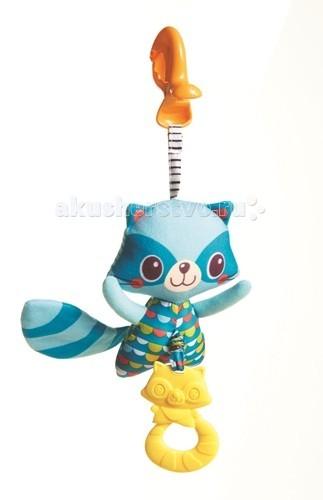 Подвесная игрушка Tiny Love Енот с вибрациейЕнот с вибрациейПодвесная игрушка Tiny Love Енот с вибрацией - красочная погремушка с полосатой мордочкой и выразительными большими глазами.   Хвост у игрушки тоже полосатый, выполнен из материала, шуршащего при прикосновении. Снизу к брюшку прикреплен мягкий желтый прорезыватель. Расположена игрушка на креплении в виде клипсы, что позволяет использовать как подвес для дуги, развивающего коврика или коляски. В середине находится пружина, и если потянуть внизу за прорезыватель, енот начнет вибрировать.   Игрушки для новорожденных способствуют общему развитию малыша. С ярким енотом интересно играть, крутя в руках и рассматривая его красивые глазки и яркие цветные участки.   Подвесные игрушки и дуги удобно крепятся в кроватке, в автомобиле к детскому сидению или коляске.  Во время игры с енотом будет развиваться зрительное восприятие. Яркие краски и сочетания цветов познакомят малыша с оттенками. Игрушка от Tiny Love помогает малышу сосредоточиться на одном предмете, развивает внимание и усидчивость. Шелестящий хвост поможет в развитии тактильных ощущений и моторики пальцев, а так же звукового восприятия.  Покупать погремушку Енота рекомендуется малышам от рождения до года.  Продукция сертифицирована, экологически безопасна для ребенка, использованные красители не токсичны и гипоаллергенны.<br>