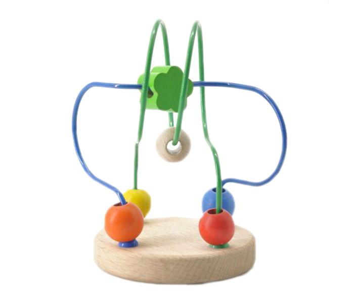 Деревянная игрушка МДИ Лабиринт № 7Лабиринт № 7Деревянная игрушка МДИ Лабиринт № 7.  Лабиринт 7 - деревянная развивающая игрушка для малышей. Развивающая игрушка предназначена для развития у ребенка с самого раннего возраста мелкой моторики, логики, усидчивости, ощущения цвета и формы. Моторичный лабиринт - это название говорит само за себя. Чтобы пальчики бали ловкими, умелыми и сильными нужно их тренировать с самого малого возраста.   Ко времени, когда малыш возьмет в руку свой первый карандаш мелкая моторика трех пальчиков, участвующих в процессе письма и рисования, должна быть уже развита. И именно для этого и созданы моторичные лабиринты. Они заставляют пальчики крохи усердно трудиться, передвигать бусинки по проволочкам. Бусинки разной формы, размера и цвета. А это означает, что такой лабиринт способствует еще и сенсорному развитию ребенка.  Размер игрушки 9 х 9 х 12 см Размер бусинок от 0,7 до 1,5 см<br>