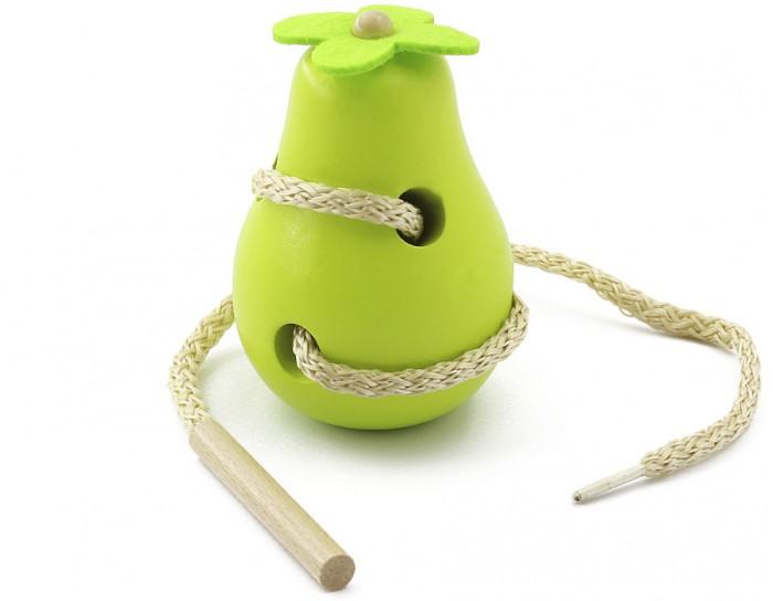 Деревянная игрушка МДИ Шнуровка ГрушаШнуровка ГрушаДеревянная игрушка МДИ Шнуровка Груша.  Какая красивая, спелая, сочная груша! Наверняка она вкусная. Но что это? Ею уже успела пообедать гусеница. Теперь пусть она покажет нам все свои ходы. Подарите вашему ребёнку эту интересную шнуровку. Пусть он потренирует пальчики и своё логическое мышление, придумывая для мелкой проказницы всё новые и новые маршруты.   Шнуровка Груша расписная сделана из дерева, отлично обточена и отшлифована. Груша – большая, целых 10 см в высоту. Она выкрашена в красивый яркий жёлтый цвет, а на боку нарисованы листочки. Сверху к деревянной груше приделан черенок – ну прямо как настоящая!  Она подходит для игр малышам любого возраста. И ничего страшного, если кроха, которому нет ещё и года, захочет попробовать этот фрукт на вкус – изделие абсолютно безопасно, так как изготовлено из натурального дерева. Малышам до года больше всего нравится игра ку-ку, когда голова гусеницы то появляется, то исчезает в груше. С помощью такой игрушки можно рассказать малышу, где у предмета верх, а где низ, продевая гусеницу головой в указанных направлениях.   Таким же образом объясните про правую и левую сторону, дополнительно попросив малыша засовывать насекомое в ходы правой и левой рукой попеременно. Обязательно спросите, какая ручка лучше справляется. Наверняка данное упражнение поможет выявить левшу. Осталось рассказать малышу, что такое перед, а что такое зад. Теперь с пространственной ориентацией у вашего ребёнка всё в порядке!   А сейчас покажите малышу как можно шнурком на груше сделать фигуру, к примеру – треугольник или кубик. Деткам постарше, прививаем любовь к растениям, проводя аналогию между игрушечной и живой грушей. Осталось показать настоящую грушу-дерево в саду и рассказать, как подобный плод попадает на наш стол. А ещё деревянную грушу можно использовать для кулинарных игр – сварить компот или приготовить вкусный пирог. И пригласить всех на званый обед!<br>