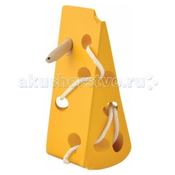 Деревянная игрушка МДИ Шнуровка СырШнуровка СырДеревянная игрушка МДИ Шнуровка Сыр.  В комплект кроме сыра, сделанного из дерева, входит шнурок с держателем на конце. Ярко-желтый кусочек, как и подобает хорошему сыру, весь в дырочках, их девять. Отверстия достаточно больших размеров, поэтому через них удобно протягивать шнурок с помощью держателя в виде палочки-иглы. Родители с фантазией обычно безликую палочку оживляют, превращают ее в мышку, нарисовав ей ушки, глазки, носик, усики, ротик и зубки. Однако вопреки устоявшемуся мнению, что мыши просто обожают сыр, на самом деле они его на дух не переносят. Поэтому держатель лучше назвать Сыроежкой.  Игрушка относится к сложным шнуровкам, т.к. имеет не два, не три, а девять отверстий, т.е. предполагает, что ребенок уже умеет держать шнуровку, вставлять в ее отверстия и вынимать веревочку. Большое количество отверстий-дырочек в сыре предоставляет множество комбинаций шнурования как последовательного, так и выборочного, произвольного. Шнур-хвост Сыроежки для этого достаточно длинный. Перед началом игры с Сыроежкой ребенку необходимо показать швейные движения, т.е. как игла входит в одну дырочку и выходит с другой стороны, а потом ныряет в соседнюю дырочку и т.д.  По сути, отверстия представляют собой лабиринт, поэтому чтобы еще больше заинтересовать ребенка, когда сыр уже зашнурован, можно предложить ему помочь Сыроежке выбраться из лабиринта. А лабиринт может быть все сложнее и сложнее. Пока малыша не было спал или гулял на улице Сыроежка, конечно не без помощи старших членов семьи, вновь запуталась в отверстиях и просит помочь ей выбраться. И малыш с удовольствием броситься спасать Сыроежку, он же ведь очень добрый человек. Правда?!<br>