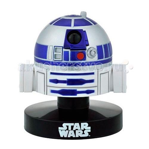 Star Wars Bandai Звездные Войны Шлем Пилот R2-D2 6,5 смBandai Звездные Войны Шлем Пилот R2-D2 6,5 смStar Wars Bandai Звездные Войны Шлем Пилот R2-D2 6,5 см - так бы мы назвали этот небольшой сувенир, если бы знали, где у RD-D2 начинается голова и заканчивается все остальное. Как бы там ни было, в ряду других коллекционных голов и шлемов персонажей Звездных войн на полке у преданного фаната этот предмет найдет свое законное место.  Вся продукция фирмы Bandai лицензирована фирмами правообладателями, отличается высокой степенью детализации и аутентичным внешним видом.<br>