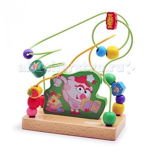Деревянная игрушка Смешарики Лабиринт Нюша-кулинарЛабиринт Нюша-кулинарДеревянная игрушка Смешарики Лабиринт Нюша-кулинар.  Забавные, милые и всеми любимые герои мультиков Смешарики теперь и в любимых развивающих игрушках! Всем извесно что такая игра как лабиринт очень хорошо способствует развитию ребенка по разным направлениям, от тренировки усидчивости до развития пронстранственного мышления, а если лабиринтик будет ещё и с любимым героем Нюшей, в смешном поварском колпачке, то и вовсе игрушка станет самой любимой!   В такую игру можно играть деткам от 6 месяцев так как вс меские детальки прочно закреплены и не снимаются. А играть с таким лабиринтом ещё долго будет интересно малышу так как в нём не один лабиринтик а два что усложняет задачу. Очень важной особенностью является то, что игрушка выполнена из экологически чистого дерева и окрашена безопасными не токсичными красками!  Лабиринт Нюша кулинар способствует развитию: пространственного восприятия восприятия цветов и объемных форм усидчивости концентрации внимания терпения речи координации рук моторика пальчиков и рук в целом логическому мышлению творческому мышлению.<br>