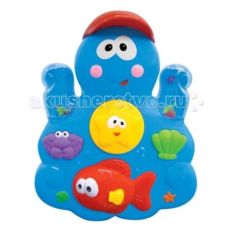 Kiddieland Развивающая игрушка ОсьминогРазвивающая игрушка ОсьминогKiddieland Развивающая игрушка Осьминог - сделает купание веселым и занимательным.  Осьминог с веселыми глазами крепится на стенку ванны с помощью присосок. Наливайте воду в осьминога при помощи маленькой чашки и наблюдайте, как она стекает по водному колесу. Нажмите на краба или морскую ракушку, чтобы накачать воздух в воду и увидеть как всплывают цветные бусинки, или нажмите на рыбий плавник, чтобы брызнуть водой. Вода выльется через рот осьминога и попадетна колесико-жернов, которое начнет крутиться.  Еще на осьминоге пристроились яркие рыбка, крабик и ракушка.<br>