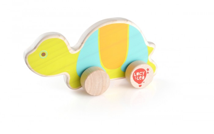 Каталка-игрушка Lucy &amp; Leo Каталка ЧерепахаКаталка ЧерепахаLucy & Leo Деревянная игрушка Каталка Черепаха.  Каталка Черепаха не только станет одной из самых любимых игрушек малыша, но и поможет сделать первое знакомство с миром животных ярким и интересным! Такое забавное животное на колесиках подойдет для игр как мальчиков, так и девочек. Такая игрушка будет побуждать ребенка к физической активности, что поможет в развитии координации движений и укреплению мышечной системы.  Особенности: игрушка полностью изготовлена из дерева игрушка тщательно обработана, очень гладкая и приятная на ощупь размеры позволяют легко управляться с ней даже самым маленьким раскрашена в спокойные, но в то же время яркие и приятные цвета игрушка имеет легкий ход, легко катается на любой поверхности. Материалы: Игрушка изготовлена из дерева, используется исключительно экологически чистая Новозеландская сосна. Краска, которой покрываются игрушки, на водной основе. Также в производстве используется гипоаллергенный мягкий полимер.<br>