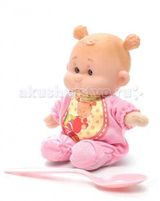 Yogurtinis Пупс с мягконабивным телом АПупс с мягконабивным телом АКукла Yogurtinis Пупс с мягконабивным телом А - представляет линейку фруктовых куколок, стилизованных в йогуртовой тематике.   Эти игрушки, действительно, невероятно сладкие - у них симпатичный дизайн и они упакованы в похожую на детское питание баночку. Тело игрушки - мягконабивное, сделано из текстиля и мягкого наполнителя, а голова у куколки - из прорезиненного пластика.  Натурализированные 3D глаза.   В комплекте ложка, из которой можно кормить ребенка.<br>