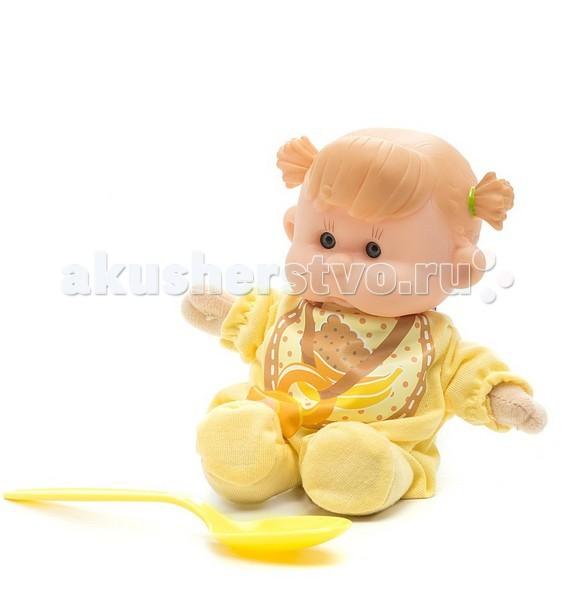 Yogurtinis Пупс с мягконабивным телом BПупс с мягконабивным телом BКукла Yogurtinis Пупс с мягконабивным телом B - представляет линейку фруктовых куколок, стилизованных в йогуртовой тематике.   Эти игрушки, действительно, невероятно сладкие - у них симпатичный дизайн и они упакованы в похожую на детское питание баночку. Тело игрушки - мягконабивное, сделано из текстиля и мягкого наполнителя, а голова у куколки - из прорезиненного пластика.  Натурализированные 3D глаза.   В комплекте ложка, из которой можно кормить ребенка.<br>
