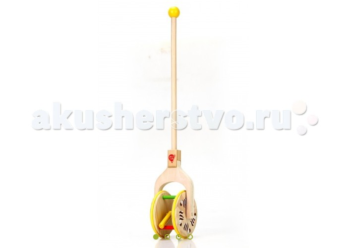 Каталка-игрушка Lucy &amp; Leo Каталка  с пальцамиКаталка  с пальцамиLucy & Leo Деревянная игрушка Каталка с пальцами.  Эта необычная каталка-трещотка состоит из ручки и барабана. Рукоять удобно ложится в маленькую руку и каталку очень легко возить. Яркий дизайн, высокое качество сборки и экологически чистые материалы подарят вашему ребенку множество веселья и часы увлекательных игр.  b>Особенности: игрушка полностью изготовлена из дерева игрушка тщательно обработана, очень гладкая и приятная на ощупь размеры позволяют легко управляться с ней даже самым маленьким раскрашена в спокойные, но в то же время яркие и приятные цвета игрушка имеет легкий ход, легко катается на любой поверхности. Материалы: Игрушка изготовлена из дерева, используется исключительно экологически чистая Новозеландская сосна. Краска, которой покрываются игрушки, на водной основе. Также в производстве используется гипоаллергенный мягкий полимер.<br>