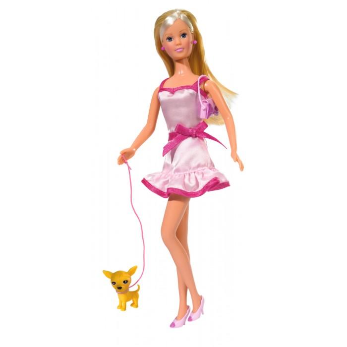Simba Кукла Штеффи + собачка + сумкаКукла Штеффи + собачка + сумкаШтеффи в розовом. В ассортименте 4 куклы.   Все наряды совершенно разные их объединяет лишь розовый цвет.   Каждый образ дополнен подходящими аксессуарами и прической.   Красавица неразлучна со своим питомцем маленькой Чи-хуа-хуа.  Модная блондинка в очках со стильной сумочкой + маленькая собачка.   Набор изготовлен из высококачественной пластмассы и ткани.<br>