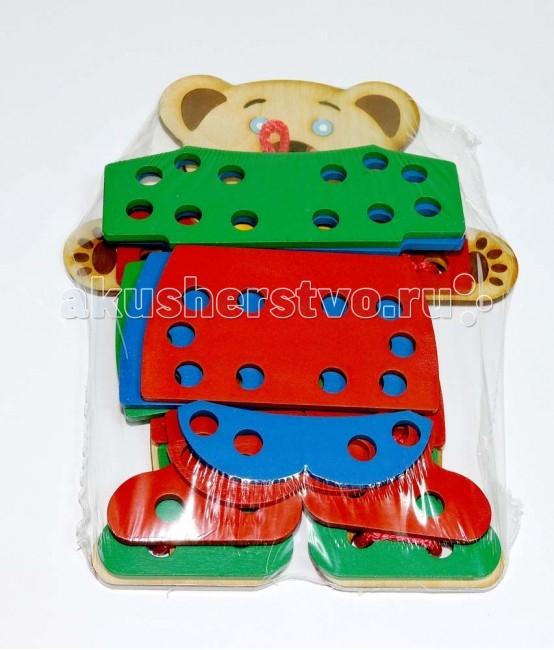Деревянная игрушка Таис Игра Одежда для мишкиИгра Одежда для мишкиДеревянная игрушка Таис Игра Одежда для мишки   Малыш не умеет завязывать шнурки? Потренируйтесь на мишке. Мишку можно переодевать, а одежду на нем необходимо закреплять шнуровкой.<br>