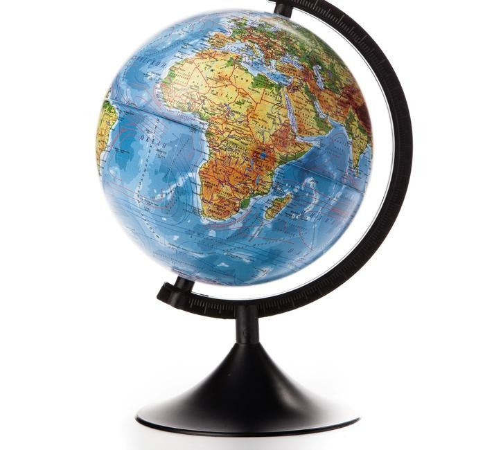 Globen Глобус Земли физический 210 серия КлассикГлобус Земли физический 210 серия КлассикGloben Глобус Земли физический 210 серия Классик.  Ни для кого уже не секрет, что наша Земля – круглая. Глобус Земли физический Globen наглядно показывает, где находятся материки и океаны. Без труда ребенок найдет самые высокие горные массивы и глубочайшее место в океане. Заблудиться на этом глобусе невозможно – на нем указаны границы государств, столицы и крупные города.   Таким образом, можно решать географические задачки: описывать рельеф определенной страны и рассказывать, какие государства омывает, например, Тихий океан. Изучение водного пространства также станет интересным: на глобусе отмечены теплые и холодные течения, указаны названия впадин и возвышенностей. Внизу расположена цветовая шкала с обозначением глубин и высот.  Диаметр 210 мм На пластиковой подставке.<br>