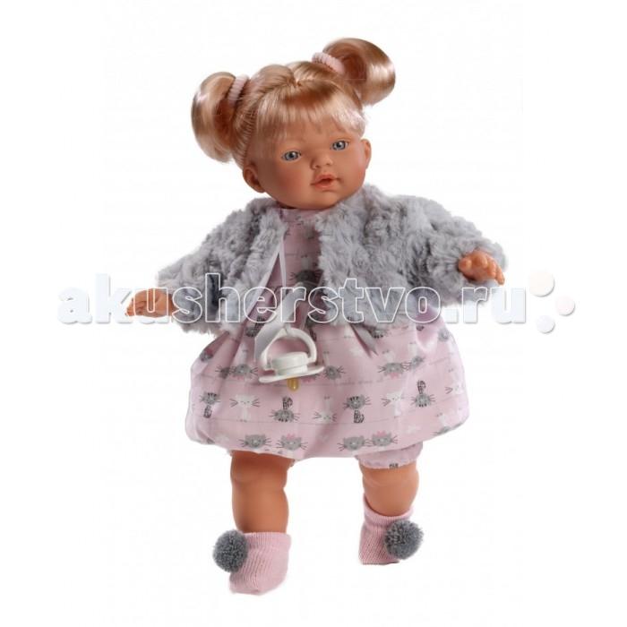 Llorens Кукла Хейди 33 см L 33260Кукла Хейди 33 см L 33260Llorens Хейди 33 см 33260 - эта кукла станет отличным подарком для вашей дочки, будет лучшей подругой или дочкой. Оригинальная кукла, которая очень похожа на настоящего малыша.  Кукла Хейди 33 см умеет плакать и говорить «мама», «папа». К  кукле прилагается соска. Если вынуть соску изо рта куклы, то она начинает плакать. Для того чтобы она перестала плакать: поместите соску в рот куклы.  Ручки и ножки сделаны из плотного ПВХ, тело мягконабивное. Голова, ручки и ножки подвижны. Все звуки можно отключить.   В комплекте: кукла в одежде, соска-пустышка с цепочкой.  Перед эксплуатацией куклы расстегните на спинке одежду и удалите защитную пластину. Кукла работает на 3 батарейках AG13/LR44 (входят в комплект). Батарейный отсек расположен на спине куклы. Для замены батареек расстегните одежду на спинке куклы, с помощью крестовой отвертки откройте батарейный отсек, замените батарейки, закройте крышку батарейного отсека.  Упаковка - подарочная коробка.<br>