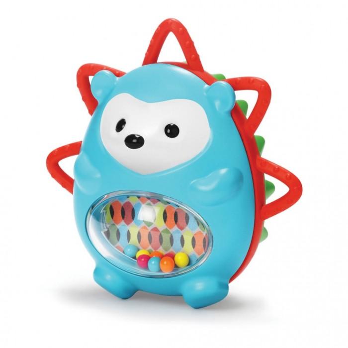 Развивающая игрушка Skip-Hop Ежик с сюрпризомЕжик с сюрпризомРазвивающая игрушка Ежик с сюрпризом Skip Hop   Познакомьтесь с очаровательным лесным жителем — ежиком с забавной мордочкой и тельцем голубого цвета. В своем пестром пузике с прозрачным окошком он прячет разноцветные бусинки, издающими звук при потряхивании.  Роль колючек ежика выполняя задняя поверхность — половинка красного цвета с «иголочками» с рельефной поверхностью из полимерного материала. В ней заключено зеркальце, с которым ребенок может играть, рассматривая свое отражение, улыбаясь и корча рожицы.  Игрушка изготовлена из безопасных, неаллергенных материалов и имеет приятные округлые формы. Она отлично развивает мелкую моторику, тактильные навыки, зрительный аппарат, слух и фантазию малыша.<br>