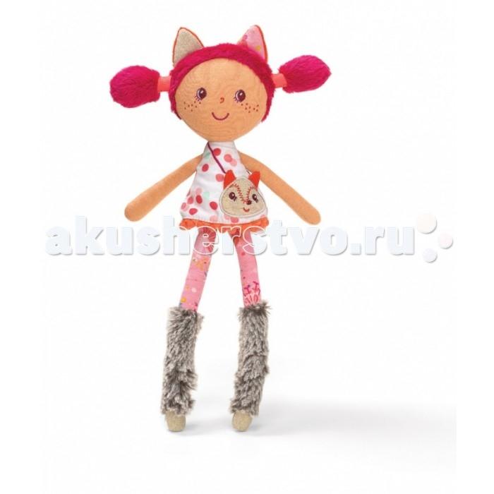 Lilliputiens Алиса цирковая куколка, маленькаяАлиса цирковая куколка, маленькаяАлиса: цирковая куколка, маленькая.   Познакомьтесь с милашкой Алисой — это симпатичная девочка яркими розовыми волосами и необычным нарядом. На ней платьице, которому позавидует любая модница — короткое, A-образной конструкции с яркими цветными пятнышками, а на ножках — розовые лосины и высокие меховые сапожки серого цвета. Через плечо Алисы заброшена сумочка в виде лисички.  Волосы куколки заплетены в два смешных хвоста, а макушку украшают два пушистых ушка — не правда, ли девочка очень похожа на лису Алису из дружественной коллекции бренда Lilliputiens? Личико девочки имеет простой и приятный дизайн, адаптированный для малышек старше двух лет — круглые глазки, носик-запятая, улыбка и россыпь веснушек. Куколка Алиса целиком сшита из текстиля и не имеет острых или пластиковых деталей — ее безбоязненно можно брать ночью в кроватку охранять чудесные девичьи сны. Игрушка упакована в красивую подарочную коробку.<br>