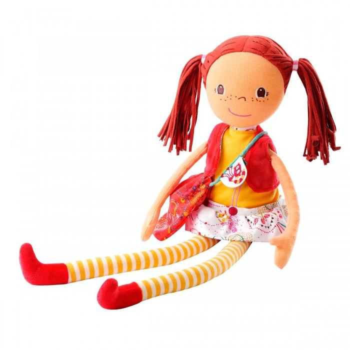 Lilliputiens Ольга: мягкая цирковая кукла, большаяОльга: мягкая цирковая кукла, большаяLilliputiens Ольга: мягкая цирковая кукла, большая.  Говорят, что с цирковыми артистами очень интересно беседовать и играть. Это чистая правда! Ты сама убедилась в этом, когда среди твоих игрушек появилась мягкая цирковая кукла Ольга от Lilliputiens – веселая девочка с рыжими смешными хвостиками и длинными мягкими полосатыми ножками.  Пришлось познакомить ее с остальными куклам – уж очень они обижаются, что ты столько времени проводишь с Ольгой. Теперь ты и твоя цирковая подруга вместе показываете представления для твоих игрушек, а иногда и для родителей и гостей. Ольга – очень пластичная, с твоей помощью она может плясать и прыгать. А когда она показывает номер с участием каких-либо зверюшек, то переодевается из платья в стильную юбку с жилетом.  Мягкая игрушка Ольга- цирковая кукла поможет тебе развить навык сюжетно-ролевых игр и тактильные ощущения. А еще она выслушает твои жалобы и недовольство чем-либо и ни разу не перебьет. А лемур Джордж, ее любимый питомец, примостившийся на сумочке Ольги, никому не выдаст ваших секретов. Она боится спать одна, поэтому ты берешь ее с собой в кроватку. И там вы друг другу совсем не помешаете – она мягкая, как плюшевый медвежонок, поэтому, если ты случайно во сне перепутаешь ее с подушкой, то даже не заметишь<br>