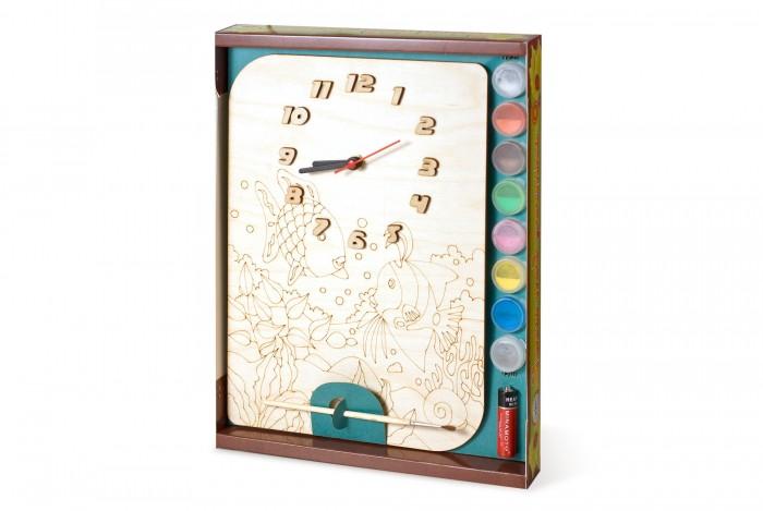 Бэмби Часы под роспись РыбкиЧасы под роспись РыбкиЧасы под роспись Рыбки - набор для создания функциональных механических часов. Деревянный циферблат нужно раскрасить красками из набора и установить часовой механизм.   Детские настенные часы из дерева ТМ Бемби - это наборы для создания оригинальных стильных механических часов, имеющих очертания различных животных и предметов.   Состав набора:  циферблат с часовым механизмом и стрелками акриловая краска (6 баночек по 50 мл.) кисточка клей ПВА акрилатная проникающая грунтовка подвес для часов батарейка<br>