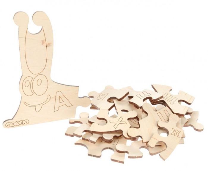 Деревянная игрушка Woody Набор Умная улиткаНабор Умная улиткаИгрушка Умная улитка - деревянный пазл, предназначенный для освоения букв русского алфавита. Собранный пазл можно разукрасить фломастерами, красками или карандашами.   Игра помогает запомнить алфавит, развивает моторику рук.   Состав набора: деревянные элементы 33 шт.  Деревянные игрушки «Вуди» дарят живую энергию натуральных материалов, доброту и улыбки сказочных персонажей, радость познания и удивительные открытия.   В игрушках «Вуди» заложена богатая методическая база для развития детей разного возраста. Каждая игрушка несёт в себе несколько развивающих функций. Любой персонаж, домик, буква или цифра - это оригинальная деревянная раскраска. Игрушки «Вуди» изготавливаются в Беларуси из высокосортной древесины без применения лакокрасочных покрытий, имеют сертификаты качества Беларуси, России, Украины, ЕС.<br>