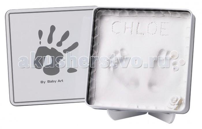 Baby Art Коробочка с отпечатком Мэджик Бокс 34120159Коробочка с отпечатком Мэджик Бокс 34120159Baby Art Коробочка с отпечатком Мэджик Бокс белая.  Магическая коробочка Baby Art Magic Box позволяет создать чудесный сувенир на память, которым Вы будете любоваться всю жизнь. Просто разомните материал в руках, раскатайте, уложите в коробочку, прижмите к нему ручку или ножку Вашего ребенка и оставьте сохнуть! Легко, быстро и удобно. 100% безопасно для малыша.  Особенности магической коробочки Baby Art Magic Box: позволит запечатлеть отпечаток ладошки или ступни Вашего ребенка легко сделать: не надо выпекать, не нужно никакого другого материала, все входит в этот набор Вы можете сделать несколько проб до высыхания материала очень быстро: всего 2 минуты, чтобы создать идеальный отпечаток, время высыхания не включено диаметр коробочки 16 см. Как сделать отпечаток: размять материал руками приложить материал к ладошке или ступне ребенка — так, чтобы остался след залить отпечаток специальным гипсом.<br>