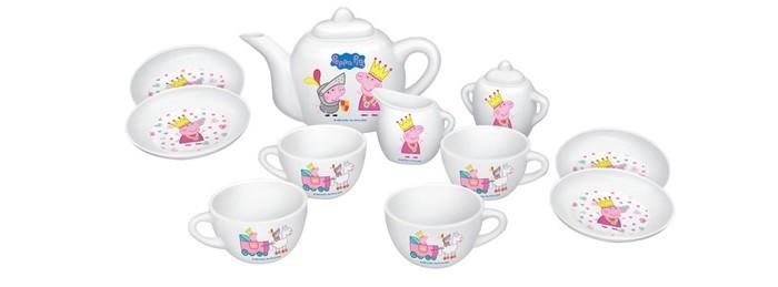 Peppa Pig Набор посуды Королевское чаепитиеНабор посуды Королевское чаепитиеPeppa Pig Набор посуды Королевское чаепитие из 12 предметов обязательно понравится вашей малышке и займет ее внимание надолго. Чайный сервиз изготовлен из пластика, рассчитан на 4 персоны.   Все предметы декорированы ярким принтом: изображением принцессы Пеппы и ее брата Джорджа в рыцарских доспехах.  В комплекте: 4 чашечки, 4 блюдца, сахарница, молочник, чайник с крышечкой. Чайный сервиз изготовлен из пластика, рассчитан на 4 персоны.<br>