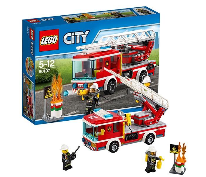 Конструктор Lego City 60107 Лего Город Пожарный автомобиль с лестницейCity 60107 Лего Город Пожарный автомобиль с лестницейКонструктор Lego City 60107 Лего Город Пожарный автомобиль с лестницей   Машина из набора Лего 60107 оборудована всем необходимым для работы пожарного. Её корпус выполнен из красно-белых деталей с добавлением наклеек и логотипов. Спереди располагается кабина, окружённая прозрачным голубым стеклом. На крыше виден номер пожарной бригады и сигнальные огни, а на капоте – фары, автомобильный номер и радиаторная решётка.   Интерьер кабины разделён на две секции. Спереди есть жёлтое кресло водителя, руль и рычаги управления, а сзади дополнительное пространство для перевозки огнетушителя или рации. По бокам от кабины установлены поручни, за которые может держаться помощник пожарного во время движения.   Задняя часть автомобиля представляет собой грузовую платформу. В ней организована ниша для бобины с пожарным шлангом и брандспойтом. За нишей достаточно места для складной лестницы. Благодаря подвижной стреле, она способна подниматься опускаться и вытягиваться, подстраиваясь под высоту пламени.  Размер пожарной машины в собранном виде составляет 8х20х5 см.  Также в наборе Вы найдёте детали для создания горящего бака и 2 минифигурки пожарных с аксессуарами.   Количество деталей: 214 шт.<br>