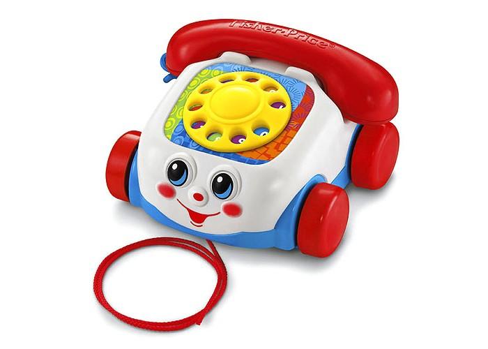 Каталка-игрушка Fisher Price Mattel Говорящий телефон на колесахMattel Говорящий телефон на колесахКаталка-игрушка Fisher Price Mattel Говорящий телефон на колесах станет любимым спутником Вашего малыша во всех его путешествиях.  Телефон - одна из самых любимых взрослых вещиц для любого малыша. Еще бы! Ведь он звонит (или пищит), его диск можно покрутить, кнопочки - понажимать.   Особенности: Диск с цифрами можно покрутить пальчиком, наслаждаясь зачаровывающим звоном. А если просто катить игрушку по дорожке, то друг-телефон будет улыбаться всем прохожим своей самой доброй улыбкой и даже подмигивать глазками. Способствует развитию координации и равновесия, стимулирует к активным действиям и движению.   Размеры: 16&#215;16&#215;10 см, длина веревочки 60 см.<br>