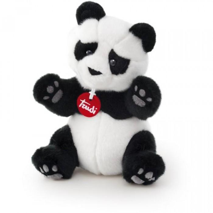 Мягкая игрушка Trudi Панда Кевин 45 смПанда Кевин 45 смМягкая игрушка Trudi Панда Кевин 45 см. Знаете ли вы животное милее панды? Такой же мишка может появиться и у вас.   Кевин обязательно понравится малышам и завоюет сердца взрослых, ведь он сделан из мягкого плюша, поэтому прикасаться к игрушке — невероятное удовольствие!  Высококачественные материалы, используемые для создания игрушки, экологически чистые, поэтому они безопасны для человека. Кроме прочего, игрушку можно стирать — она совершенно не потеряет свойств и долгое время будет радовать вас своей красотой!   Размер: 45 см<br>