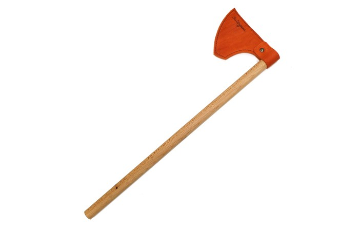 ЯиГрушка Топор ВикингТопор ВикингКакой мальчик не воображал себя грозным воином, размахивая палкой-мечом или стреляя из рогатки?   С топором Викинг ребенку будет намного проще вжиться в роль и по-настоящему почувствовать себя мужественным викингом.   Викинг может стать не только грозным оружием в руках бесстрашного скандинавского воина, но и реквизитом для театральных постановок.   Лезвие топора мягкое, а рукоятка выполнена из тщательно обработанного дерева, а значит, по-настоящему оружие совершенно безвредно.  Размер игрушки: 6 х 47 см.<br>