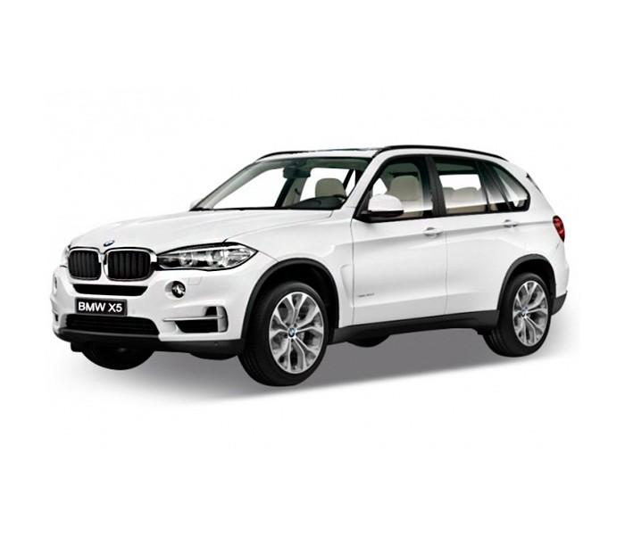 Welly Модель машины 1:32 BMW X5Модель машины 1:32 BMW X5Модель машины BMW X5 от Welly выполнена в точном соответствии с оригиналом. Все модели машинок Велли очень точные, потому что создаются по лицензии автопроизводителя. У машинки открывается капот и двери.  Эта модель машины создана на основе реальной модели БМВ X5, выпуск которой начался в 2013 году. Это вместительный, среднеразмерный кроссовер, способный преодолеть самые разные препятствия на дороге. Модель Welly выполнена в белом цвете, салон детализирован. Масштаб - 1:32.<br>