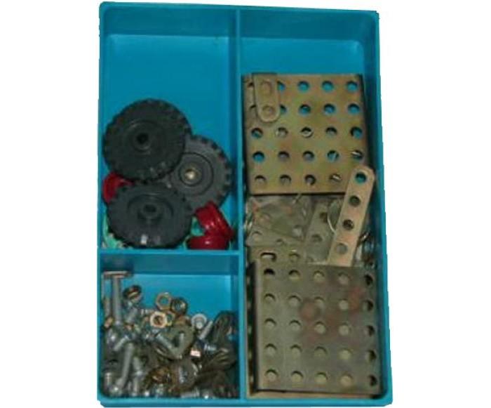 Конструктор Самоделкин металлический Малыш (74 детали)металлический Малыш (74 детали)Конструктор Самоделкин металлический Малыш (74 детали) - настоящая классика среди игрушек подобного рода. Такие конструкторы собирали еще дети прошлого века, после чего из них вырастали талантливые инженеры.  Набор включает в себя металлические пластинки разных форм и размеров с отверстиями. Отверстия нужны, чтобы соединять пластинки между собой. Делается это с помощью болтов, гаек, и гаечных ключей, конечно. Кроме того, имеются колеса – для сборки мотоцикла. Детали уложены в пластиковую коробку с тремя отделениями и прозрачной крышкой.   Игрушка способствует развитию воображения, пространственных представлений, мелкой моторики пальцев и координации движений обеих рук.<br>