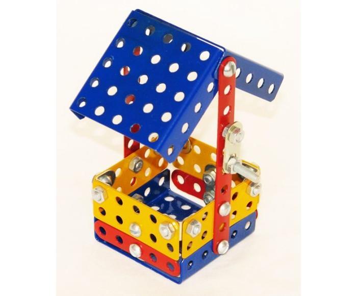 Конструктор Самоделкин металлический Малыш цветной 17 моделейметаллический Малыш цветной 17 моделейКонструктор Самоделкин металлический Малыш цветной 17 моделей - настоящая классика среди игрушек подобного рода. Такие конструкторы собирали еще дети прошлого века, после чего из них вырастали талантливые инженеры.  Набор включает в себя металлические пластинки разных форм и размеров с отверстиями. Отверстия нужны, чтобы соединять пластинки между собой. Делается это с помощью болтов, гаек, и гаечных ключей, конечно. Кроме того, имеются колеса – для сборки мотоцикла. Детали уложены в пластиковую коробку с тремя отделениями и прозрачной крышкой.   Игрушка способствует развитию воображения, пространственных представлений, мелкой моторики пальцев и координации движений обеих рук.<br>