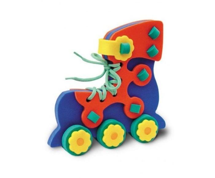 Развивающая игрушка Флексика Шнуровка РоликШнуровка РоликФлексика Шнуровка Ролик направлена на развитие у ребёнка памяти, воображения, фантазии, моторики, пространственного и логического мышления.   Развивающие игры Флексика сделаны из отечественного полимерного материала, легкого, современного и самое главное – безопасного для детей.   Особые свойства материала позволяют экспериментировать с водой и превратить купание в интересный и увлекательный процесс: достаточно, например, пазлам и наборам для ванной намокнуть, как они прилипают к любым гладким поверхностям.  Особенности: Обучение происходит в процессе игры.  Благодаря особой структуре материала и свойству прилипать к мокрой поверхности, является идеальной игрушкой для ванны.  Материал: пенополиэтилен.  Содержит мелкие детали.<br>