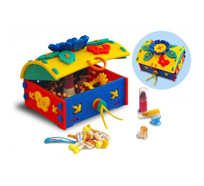 Развивающая игрушка Флексика Шнуровка СундучокШнуровка СундучокФлексика Шнуровка Сундучок направлена на развитие у ребёнка памяти, воображения, фантазии, моторики, пространственного и логического мышления.   Развивающие игры Флексика сделаны из отечественного полимерного материала, легкого, современного и самое главное – безопасного для детей.   Особые свойства материала позволяют экспериментировать с водой и превратить купание в интересный и увлекательный процесс: достаточно, например, пазлам и наборам для ванной намокнуть, как они прилипают к любым гладким поверхностям.  Особенности: Обучение происходит в процессе игры.  Благодаря особой структуре материала и свойству прилипать к мокрой поверхности, является идеальной игрушкой для ванны.  Материал: пенополиэтилен.  Содержит мелкие детали.<br>