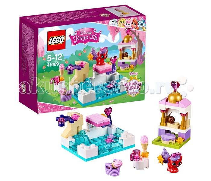 Конструктор Lego Disney Princesses 41069 Лего Принцессы Дисней Королевские питомцы: ЖемчужинкаDisney Princesses 41069 Лего Принцессы Дисней Королевские питомцы: ЖемчужинкаКонструктор Lego Disney Princesses 41069 Лего Принцессы Дисней Королевские питомцы: Жемчужинка   Жемчужинка – это ласковая кошечка, принадлежащая русалочке Ариэль. Также как и её хозяйка Жемчужинка очень любит воду. Она не боится купаться в глубоком бассейне и даже освоила прыжки с трамплина. В тоже время кошечка оказалась большой лакомкой и модницей. Для неё пришлось построить отдельную беседку, в которой всегда есть вкусные пирожные и украшения для волос.  Из деталей набора Лего 41069 Вы сможете собрать прямоугольный бассейн с прозрачными голубыми стенками, водными растениями, небольшим водопадом и трамплином, а также беседку с полукруглой золотой крышей, декоративными колоннами, столиком и пуфиком. Размер бассейна в собранном виде составляет 7х10х5 см.  В наборе присутствует фигурка Жемчужинки и множество аксессуаров для игры: фруктовое мороженое, шоколадное пирожное, чашка, корзинка, флакончики с духами, цветы и бантики для создания оригинальных причёсок.  Количество деталей: 70 шт.<br>