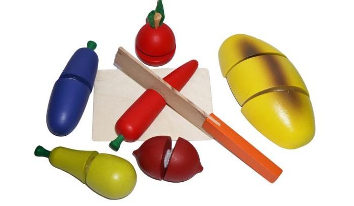 Деревянная игрушка Mapacha Готовим завтракГотовим завтракПродукты, входящие в комплект игры, состоят из нескольких частей, соединенных между собой липучками.   Задача ребенка - разделить игрушечные продукты на части с помощью деревянного ножа.   Этот набор прекрасно подходит для сюжетно-ролевой игры и способствует развитию координации движений рук.<br>