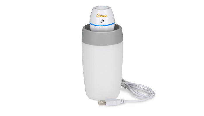Crane Мини-увлажнитель воздухаМини-увлажнитель воздухаМини-увлажнитель воздуха Crane предназначен для использования в офисе, командировке, в путешествиях.    В наборе:    сумка-переноска,  резервуар для воды,  2 запасных деминерализирующих фильтра,  блок питания с USB-разъемом,  переходник для подключения прибора к электрической сети.   Благодаря компактному размеру мини-увлажнитель воздуха может поместиться даже в дамской сумочке.<br>
