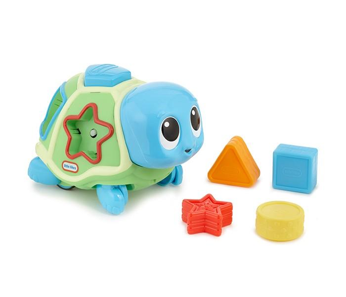 Сортер Little Tikes Ползающая черепахаПолзающая черепахаСортер Little Tikes Ползающая черепаха игрушка яркая и симпатичная, у нее милая мордочка и большие глазки, а еще она ползает и издает различные забавные звуки.  Чтобы играть было интереснее, вначале нужно разместить геометрические фигуры из набора в соответствующие отверстия в корпусе игрушки. После этого она начнет ехать, если нажать на кнопку, и одновременно проигрывать веселые мелодии. Через некоторое время черепаха остановится и все фигурки выскочат из ее панциря!<br>