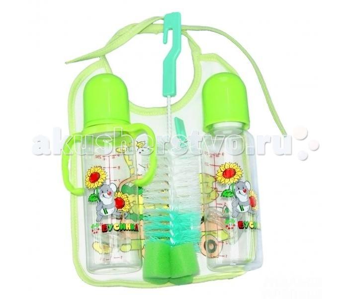 Бусинка Набор 2 бутылочки 250 мл, 2 ершика и нагрудникНабор 2 бутылочки 250 мл, 2 ершика и нагрудникНабор Бусинка 2 бутылочки 250 мл, 2 ершика и нагрудник.   Бутылочки изготовлены из безопасного пластика и не содержит бисфенол-А. Бутылочки очень удобна в использовании и уходе. Предназначены для кормления ребенка молоком или жидкими смесями.  Плотно фиксирующаяся крышка не позволит разлиться жидкости в сумке или коляске.  - в комплекте: бутылочка 250 мл, бутылочка с ручками 250 мл, ершик для бутылочек, ершик для сосок, нагрудник - яркие цвета и рисунки - силиконовая соска бутылочки - ершики незаменимы для ухода за бутылочками для кормления - нагрудник надежно защитит одежду вашего малыша при кормлении<br>