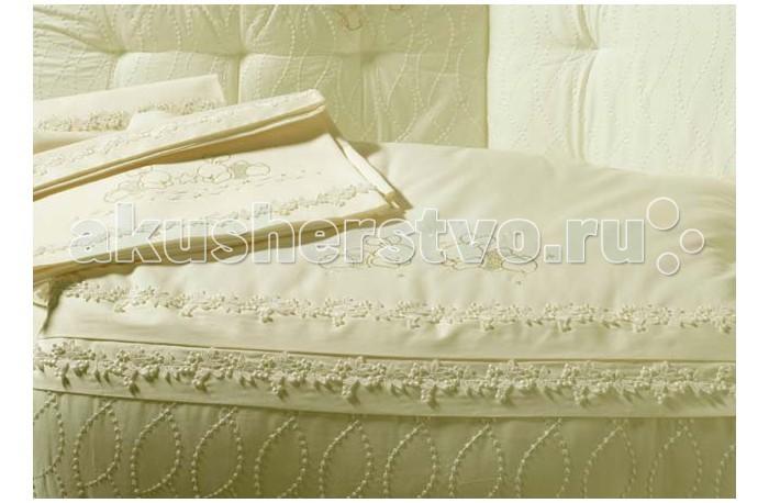 Постельное белье BabyPiu Punto corallo - Комплект для кроватки: 2 простыни + наволочкаPunto corallo - Комплект для кроватки: 2 простыни + наволочкаРоскошь, красота, изящество - это те слова, которые описывают продукцию итальянской компании Baby Piu    Вышитые ткани из муслина из 100% хлопка и ткани Voile из 100% хлопка.  Использованны вышитые ткани из муслина для одеял и аксессуаров, а также вышитые ткани Voile для колыбелей.  Одеяло украшено двойным кругом из кружева Макраме.  Пододеяльник, вышитый отворот одеяла и постельное белье вышиты из атласа и хлопка.<br>