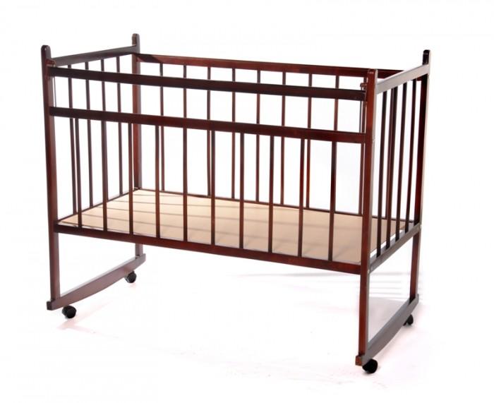 Детская кроватка Уренская мебельная фабрика Мишутка 13Мишутка 13Детская кроватка Уренская Мебельная Фабрика (ИП Репин А. Б.) Мишутка 13 изготовлена из высококачественного дерева. Вы всегда найдете место для размещения данной кроватки. Прикрепите дополнительные игрушки, что бы ребенку было не скучно. Используйте качалку, как развлечение для малыша.  Особенности: Небольшой вес кроватки Качественная отделка Множество цветов на выбор Возможность использовать колесики или качалку Высокие борта кроватки не заставят беспокоиться родителей Ребенок с ростом до 100 см будет себя чувствовать очень комфортно и уютно С помощью колесиков вы сможете без труда перемещать кроватку Качалка поможет вашему малышу быстрее уснуть Покрытое лаком дерево легко очистить от грязных пятен Правильно расставленные прутья сделают времяпровождение вашего ребенка в  кроватке более безопасным<br>