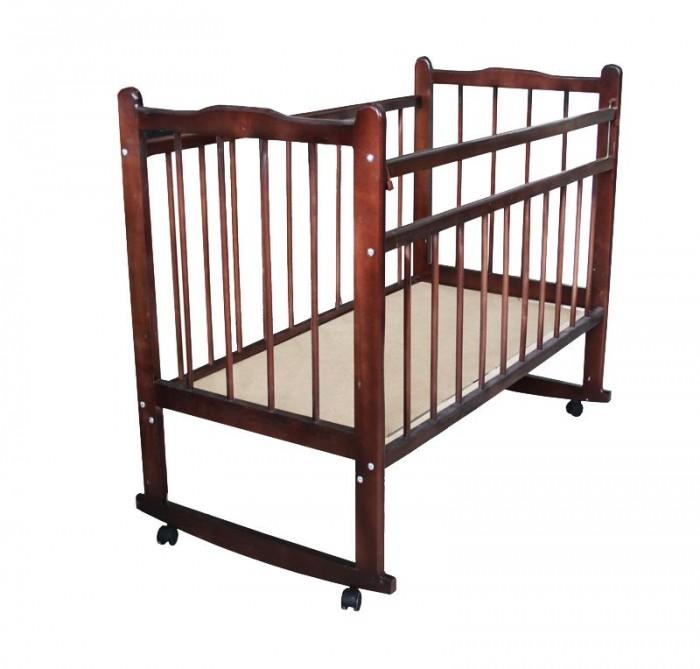 Детская кроватка Уренская мебельная фабрика Мишутка 14 (качалка)Мишутка 14 (качалка)Кроватка детская Мишутка 14 (колесо, ящик) предназначена для детей от рождения до 5 лет. Эта кроватка отлично выполнит свою главную функцию – спального места для ребенка. Кроватка сделана полностью из массива дерева (берёза). Дерево, как известно – лучший материал для детской мебели, экологически чистый, безопасный для ребёнка. Поверхность гладкая, хорошо обработана. Все углы и кромки скруглены, что, конечно, повышает травмобезопасность.  Все четыре стенки кровати выполнены из реек, что обеспечивает необходимую вентиляцию спального места, а также хороший обзор, как для родителей, так и для ребёнка. Жесткое основание спального места делает сон ребёнка более здоровым и полезным для позвоночника. Основание кровати имеет два фиксированных положения по высоте. Первые полгода он будет спать на более высоком уровне, потом вы опустите ортопедическое ложе пониже. Размер основания 120х60см. В кроватке предусмотрена опускаемая боковая стенка, весьма удобно брать малыша на ручки, и аккуратно класть его обратно. При желании её можно снять совсем, таким образом кроватка превратиться в уютный диванчик.  На ножках установлены колесики, с их помощью вы легко передвинете кроватку в любое место вашей квартиры. Встроенный вещевой ящик – одно из преимуществ этой кроватки. В него можно сложить как белье, так и одежду ребенка.  Характеристики:  - Выполнена из натурального материала - массива березы; - Изготовлена на импортном оборудовании с использованием экологически чистых материалов; - 2 положения реечного ложе. Верхнее положение - для новорожденного и нижнее положение для детей, которые уже встают; - Размер ложе 120х60 см; - Механизм: колесо - для удобства передвижения по квартире; - Опускаемая боковая стенка; - Функционал диванчика;<br>