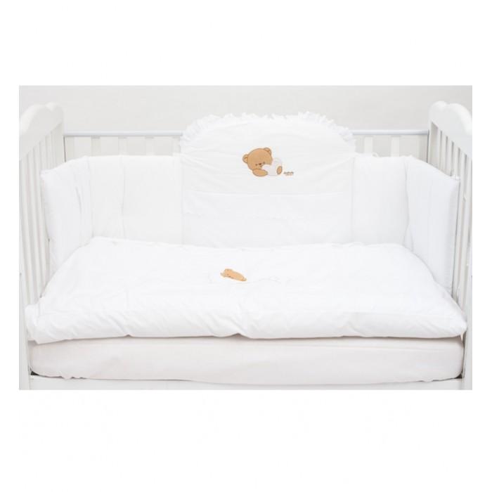 Комплект в кроватку Italbaby Cuoricini (5 предметов)Cuoricini (5 предметов)Комплект Cuoricini отличается изысканным дизайном и качеством, бельё сертифицировано, гипоаллергенно и полностью безопасно, легко стирается в стиральной машине с программой мягкой стирки.  Материалы: - 100% хлопок выделки высочайшего качества - оформлен стильным кружевом  В комплекте: - стеганое одеяло - пододеяльник - 3-х секционный мягкий защитный борт на завязках - простыня на резинке - наволочка  Общие размеры: - одеяла (дхш) 130х100 см - наволочки (дхш) 38х58 см - простыни (дхш) 125х63 см<br>