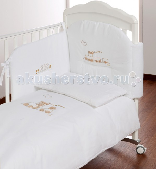 Комплект в кроватку Italbaby Trenino (5 предметов)Trenino (5 предметов)Белье Trenino (5 предметов) прекрасно подойдет для детской мебели ItalBaby. Гипоаллергенно, сертифицировано, стирка в стиральной машине.  Комплект может быть дополнен фирменными аксессуарами: колыбель, конверт на молнии, настольный абажур, плетеная корзина для аксессуаров, корзина для переноски.   Комплект из 5 предметов:  бампер простынь на резинке наволочка одеяло  пододеяльник  Состав: 100% хлопок.  Общие размеры: одеяло, пододеяльник (дхш) 130х100 см наволочки (дхш) 40х60 см<br>