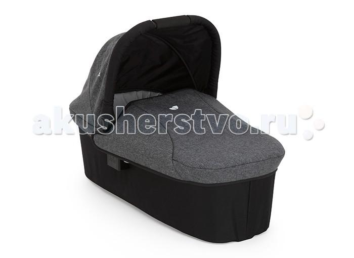Люлька Joie для новорожденного к коляскам Litetrax 3, Litetrax 4, Litetrax 4 Air Ramble Carry Cotдля новорожденного к коляскам Litetrax 3, Litetrax 4, Litetrax 4 Air Ramble Carry CotЛюлька Joie для новорожденного к коляскам Litetrax 3, Litetrax 4, Litetrax 4 Air Ramble Carry Cot для малышей от рождения до 6 месяцев (весом до 9 кг)  В холодную погоду защитит малыша от ветра и мороза, а в дождливую станет колыбелькой, домиком и зонтиком сразу! Ткань люльки дышащая, однако не пропускает сырость внутрь, гипоаллергенная и приятная на ощупь. Люлька для новорожденного к  коляскам Litetrax 3, Litetrax 4, Litetrax 4 Air    Откидной капюшон обеспечивает удобный доступ к ребенку. Мягкая и дышащая ткань и матрасик обеспечат удобство малышу.     Вес Люльки 3,79 кг.<br>