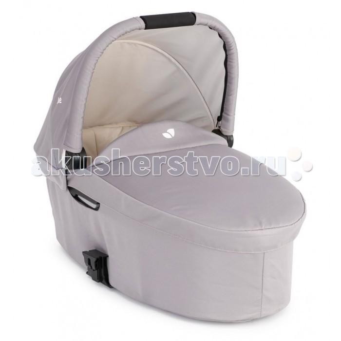 Люлька Joie для новорожденного к коляске Chrome DLX Carry Cotдля новорожденного к коляске Chrome DLX Carry CotЛюлька Joie для новорожденного к коляске Chrome DLX Chrome Carry Cot. Люлька для новорожденного к коляске Chrome DLX.   В холодную погоду защитит малыша от ветра и мороза, а в дождливую станет колыбелькой, домиком и зонтиком сразу! Ткань люльки дышащая, однако не пропускает сырость внутрь, гипоаллергенная и приятная на ощупь.   Основные характеристики: подходит для малышей от рождения до 6 месяцев (весом до 9 кг) откидной капюшон обеспечивает удобный доступ к ребенку мягкая и дышащая ткань и матрасик обеспечат удобство малышу защитный чехол согреет малыша в холодное время года адапторы для установки люльки идут в комплекте с коляской.<br>