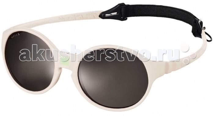 Солнцезащитные очки Ki ET LA Jokakids 4-6 летJokakids 4-6 летМодная оправа, специально разработанная для маленьких бесстрашных ислледователей.  Гипоаллергенный эластомер без каких-либо креплений и отсоединяющихся частей, обеспечивающий максимальный комфорт. Круглые выпуклые линзы для защиты от ультрафиолетовых лучей. Максимальная защита от царапин, небьющиеся стёкла 4 категории защиты (100% UVA и UVB фильтры).  Каждые очки комплектуются: • Мешочком из органического хлопка • Съёмной соединительной резинкой • Наклейкой • Инструкцией   Состав: оправа из гипоаллергенного эластомера, линзы из поликарбоната.   Солнцезащитные очки Ki ET LA разработаны во Франции специалистом в области детских солнцезащитных очков. Оправа идеально адаптирована к морфологии лица ребенка. 3 разных стиля и 4 размера для малышей от 0 до 4 лет. Высокое качество и безопасность используемых материалов. Возможность замены линз на диоптрические. Идеальны для слингоношения! Глазки малыша всегда защищены от ярких лучей солнца. Максимально комфортны! Дети любят их носить!!   100% защита 1.Ширина линз более 30 мм, что гарантирует лучшую защиту детских глаз, особенно в тех случаях, когда дети смотрят вверх (а делают они это постоянно) 2.Высшая 4-я степень защиты от УФ-лучей. Очки с такой степенью защиты подходят для горных и морских видов активности 3.Линзы изготовлены из высококачественного поликарбоната. Обладают повышенной устойчивостью к царапинам и ударам   100% безопасность 1.Ударопрочные линзы 2.Отсутствие мелких деталей и болтиков, которые дети могут проглотить 3.Гибкая неломающаяся оправа 4.Отсутствие длинного шнурка   100% комфорт 1.Легкая и мягкая оправа 2.Мягкие тонкие дужки, которые не травмируют ушки ребенка 3.Дети с удовольствием носят солнцезащитные очки Ki ET LA   100% экологичность 1.Оправа подлежит 100% переработке 2.Торговые стенды изготовлены из 100% перерабатываемого сырья 3.Сумочка для очков изготовлена из 100% органического хлопка<br>