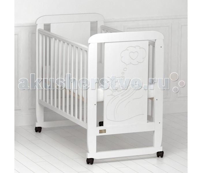 Детская кроватка Kitelli (Kito) Amore (качалка)Amore (качалка)Кроватка-качалка Amore, представитель новой линейки детских кроваток для новорождённых выполненных по итальянскому дизайну. Данная продукция является превосходным образцом европейского качества и изысканного стиля.   Товар сертифицирован и изготовлен на современном оборудовании по итальянской технологии. Продукция выполнена из натурального, цельного, экологически чистого массива березы, вставка рисунка из МДФ, что обеспечивает прочность и долговечность изделия.   Кроватка имеет гипоаллергенное, экологически чистое покрытие, не содержащее токсичных компонентов и абсолютно безопасно для ребенка. Каждый сантиметр поверхности обрабатывается вручную, что придает всему изделию индивидуальный, неповторимый вид. Контроль качества производится непосредственно при сборке каждого элемента конструкции.  Особенности: Два положения регулировки боковой стенки. Возможность снятия боковой стенки и трансформация кроватки в уютный диванчик. Размер спального места 120х60 см. Подматрасник кровати выполнен в виде ортопедической сетки и устанавливается в двух положениях по высоте. Соответствует всем требованиям безопасности: отсутствие заглушек, выступающих углов и неровностей. Защитные силиконовые накладки предохраняют от повреждения зубов. Расстояние между прутьями кроватки рассчитаны так, чтобы  обеспечить малышу максимальную безопасность во время сна и бодрствования. Материал: массив березы. Спинка кровати декорирована резьбой. Кроватка снабжена съемными колесами, что делает ее мобильной и удобной для передвижения.  Размер кроватки: 126х68х110 см.<br>
