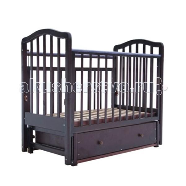 Детская кроватка Лаура 1 маятник поперечный1 маятник поперечныйКроватка детская Лаура-1 отличается простотой конструкции. Она легко собирается и разбирается, не занимает много места и в разобранном виде удобна для перевозки.   Кроватка детская Лаура-1 прекрасно подойдет для небольшой квартиры: она компактна и оснащена объемным выдвижным ящиком, который расположен под спальным местом. Все вещи малыша всегда будут на своем месте. Когда кроха подрастет, достаточно снять передний бортик, и кроватка превратится в уютный диванчик. Кроватка детская Лаура-1 – лучший выбор молодых родителей.  Характеристика: легка и компактна при транспортировке скругленные углы материал: массив березы покрытие: гипоаллергенные лаки может трансформироваться в диванчик два уровня ложа выдвижной открытый ящик снабжена маятниковым механизмом поперечного качания с фиксатором внешние размеры: 125х70х110 см размер спального места: 120х60 см<br>