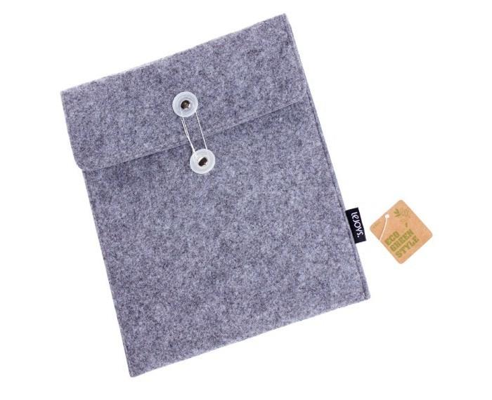 Lejoys Чехол Felt для IpadЧехол Felt для IpadКаким должен быть чехол для iPad? Он должен защищать устройство от механических повреждений, влаги, а кроме того, стильно выглядеть – ведь он всегда на виду. Все эти качества есть у чехла для iPad из искусственного войлока. Кроме того, уникальный материал, из которого сделан чехол, получен из переработанного пластика, а значит, этот чехол вполне может считаться полноценным экологичным аксессуаром. Строгий серый цвет, приятная фактура материала и оригинальная застежка на пуговицу делают чехол для iPad стильным и модным предметом.  Основные характеристики:  Размеры: 20.5 х 26 см<br>