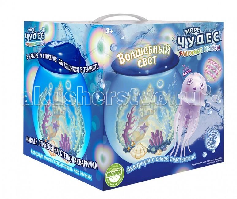 Интерактивная игрушка Море чудес Набор Волшебный свет с медузойНабор Волшебный свет с медузойИнтерактивная игрушка Lil Fishys Набор Волшебный свет с медузой. В крышке аквариума расположены 6 светодиодных голубых лампочек, свет которых красиво преломляется в воде, создавая сказочное настроение.   В набор входит радужная медуза. Медуза светится радужными цветами, опускается на дно и поднимается к поверхности, шевеля щупальцами.  Требуются 2 щелочные батарейки типа ААА (LR6) (в комплект не входят).<br>