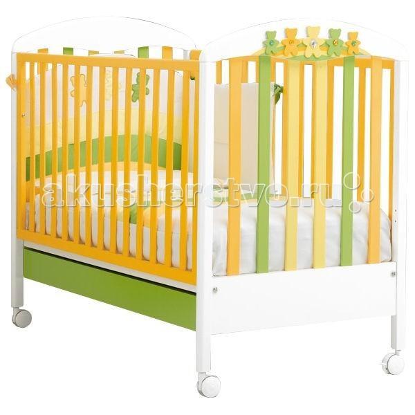 Детская кроватка MIBB AmiciOrsiAmiciOrsiДетская мебель известной итальянской компании Mibb покорит Вас своим изящным внешним видом и высоким качеством сборки. Детская кроватка Mibb выполнена из массива бука.  Благодаря применению этого экологически чистого и прочного материала изделие сохранит первозданный вид и прослужит не одно десятилетие. Все детали кроватки имеют идеально отполированные поверхности. Они обработаны нетоксичными лаками и красками. Высококачественное покрытие, которое обладает защитными и декоративными свойствами, устойчиво к внешним воздействиям.  Лакокрасочные материалы, не вызывающие аллергические реакции, безопасны для здоровья вашего ребенка. Глянцевое покрытие защитит нежную кожу малыша от заноз.  Кроватка Mibb не имеет острых углов, что значительно повышает безопасность эксплуатации кровати. Ваш кроха не получит ни ушибов, ни ссадин.   Детская кроватка Mibb оборудована четырьмя колесами, два из которых оснащены фиксаторами. Колеса помогают перемещать кроватку по комнате, а фиксирующий механизм делает неподвижной.   Ложе кровати из буковых ламелей можно отрегулировать в двух положениях по высоте. Спроектирована таким образом, что переднюю стенку можно опустить. Фасады кроватки сделаны из ламинированного МДФ.  В кроватке Mibb есть вместительный ящик для хранения белья и предметов, необходимых в процессе ухода за малышом.   Кровать Amici Orsi создана для приятного ночного отдыха и веселого бодрствования малыша. Ее привлекательная расцветка займет внимание пробудившегося ребенка еще на некоторое время и непременно поднимет ему настроение.   Размер матраса в кроватку: 125х65 см. Размеры кроватки (ДхШхВ): 132х79х107 см.<br>